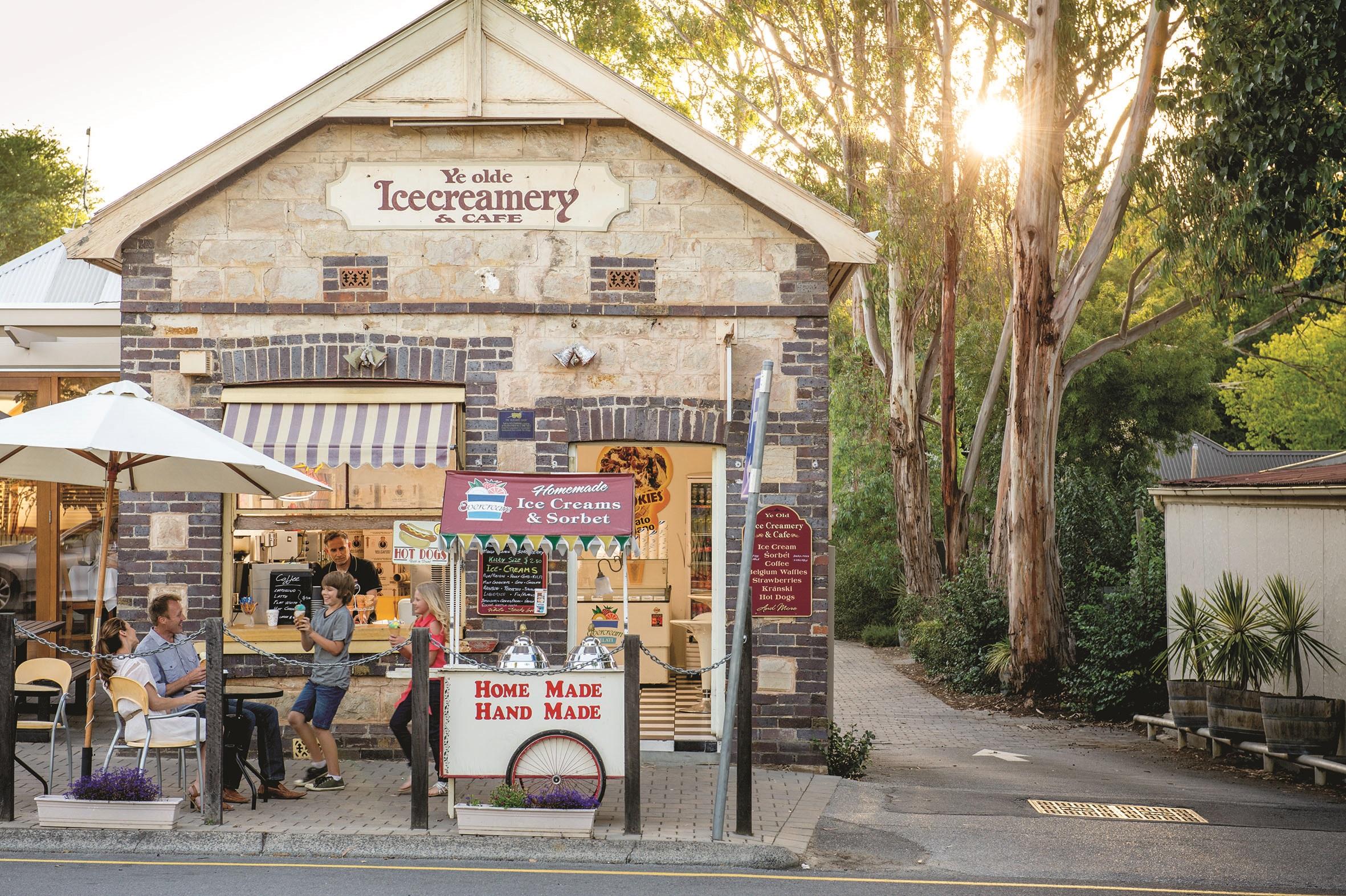Ye Olde Icecreamery & Cafe