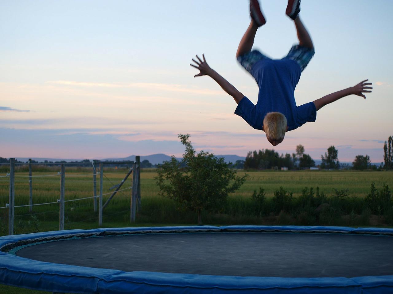 trampoline-71548_1280